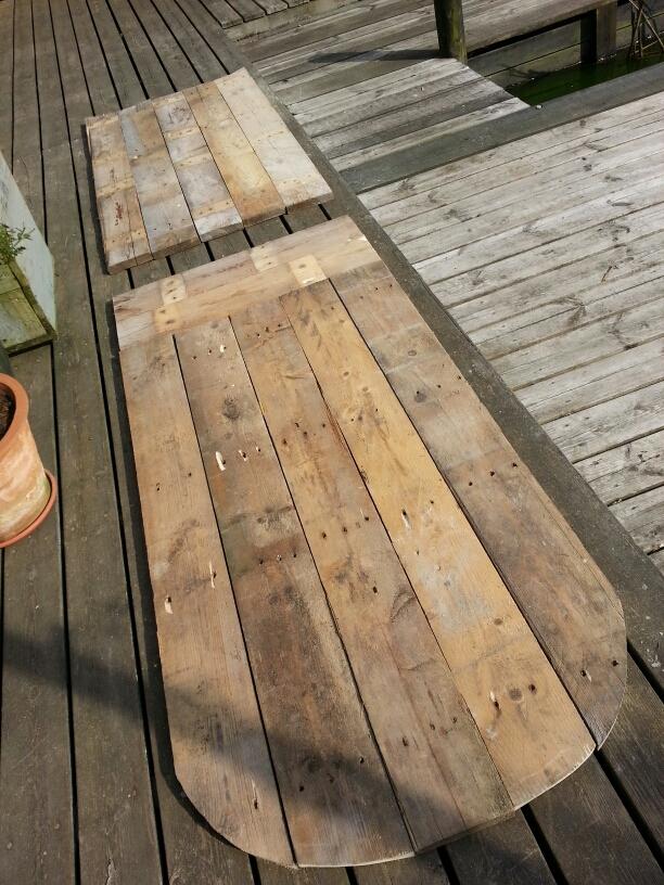Mit DIY havebord eller surfbord lavet af paller ©  iminhave.dk