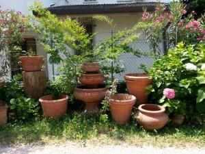 De mange potter i pottemagerens have i Torri del Benaco
